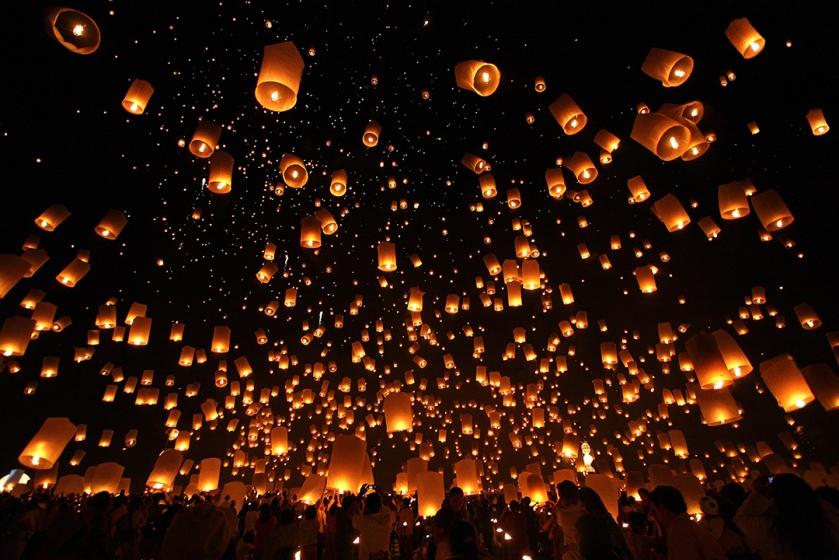 Loy_Krathong_yipeng_floating_lanterns